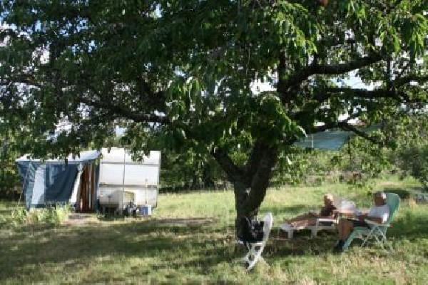 AIRE NATURELLE DE CAMPING LES CERISIERS Maclas